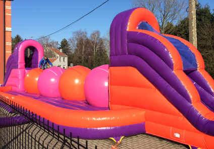 C 39 est gonfl location chateaux gonflables jeux sumos bungee run ela - Chateau gonflable prix ...